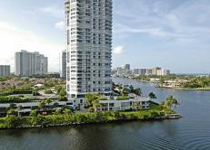 Великолепная квартира на севере Майами.