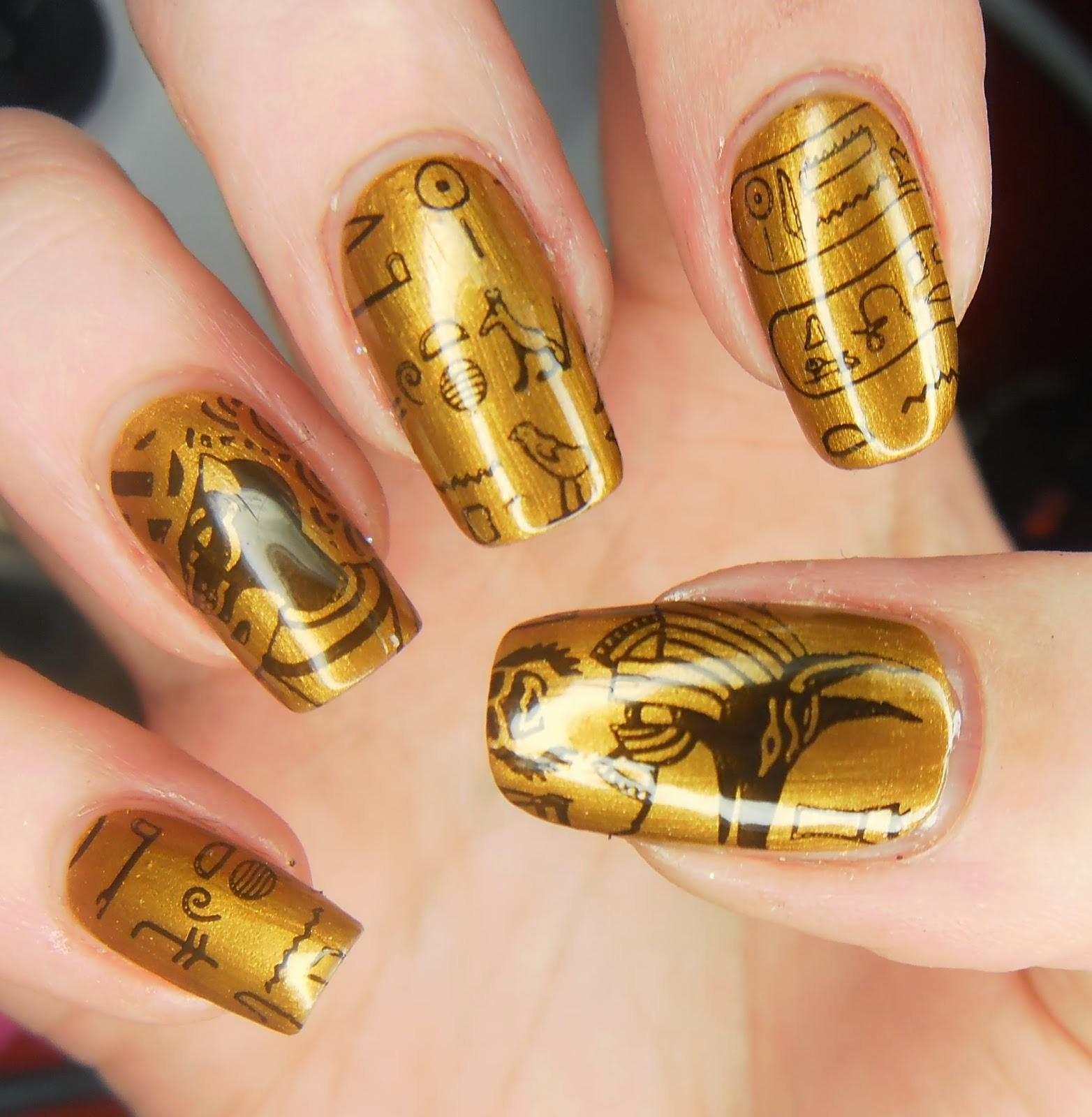 золотой лак на ногтях картинки холодную чашу сахар
