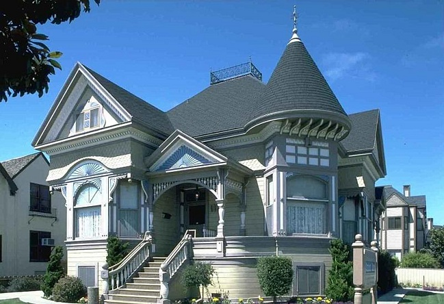 http://worldluxrealty.com/sites/default/files/user_images/1304010122_build%20a%20beautiful%20home.jpg